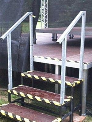 Bühne mieten & vermieten - wetterfeste Bühnentreppenstufe, höhenverstellbar  in Reinstädt