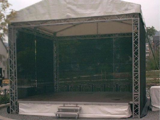 Bühne mieten & vermieten - Bühne mit Dach Traversensystem 6 x 6m in Reinstädt