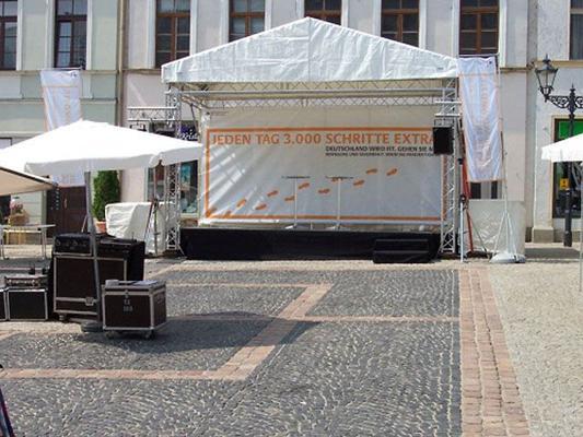 Bühne mieten & vermieten - Bühne mit Dach Traversensystem 6 x 3m in Reinstädt