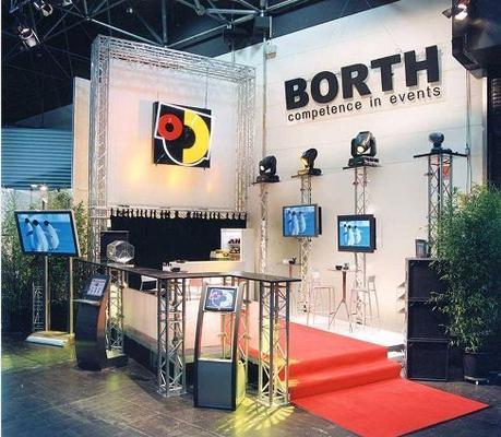 LCD Monitore mieten & vermieten - Barco Monitor SCM 2850 3 x 3 in Ratingen
