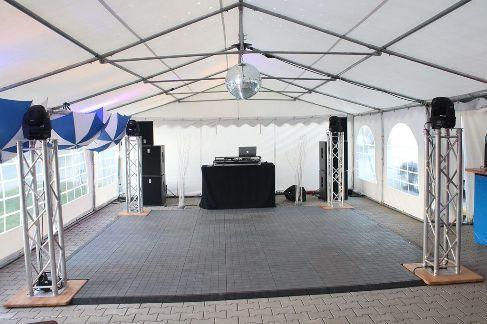 Tanzboden mieten & vermieten - Tanzfläche 8 x 8 m inkl. Auf und Abbau / Tanzboden / Tanzfläche / Abdeckboden / Tanzparkett in Neumünster