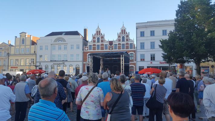 Bühne mieten & vermieten - 7x5m Bühne Open Air Bühne, Giebeldachbühne, Eventbühne, Showbühne, Mobil Bühne, Rundbogenbühne, Bühnendach in Wismar