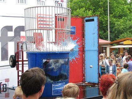 Wasserspiele mieten & vermieten - DUNK TANK / EASY DUNKER in Köln
