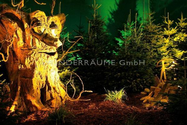 Weihnachtsdekoration mieten & vermieten - Märchenbaum Eiche, Baum mit Augen & Mund, WUNDERRÄUME GmbH vermietet: Dekoration / Kulisse für Event, Messe, Veranstaltung, Incentive, Mitarbeiterfest, Firmenjubiläum in Lichtenstein/Sachsen