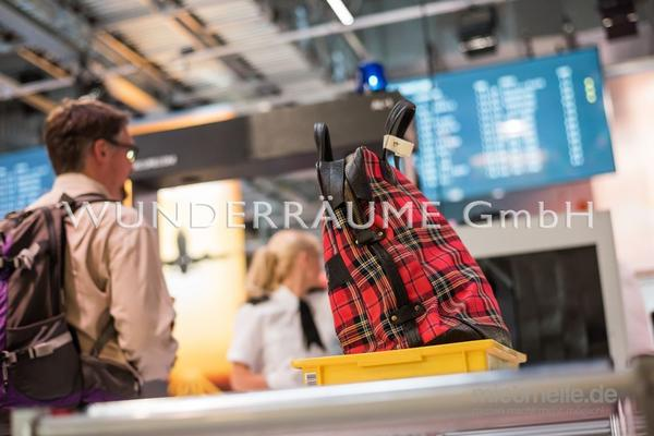 Kulissen mieten & vermieten - Überraschungskoffer für Gepäckkontrolle - WUNDERRÄUME GmbH vermietet: Dekoration/Kulisse für Event, Messe, Veranstaltung, Incentive, Mitarbeiterfest, Firmenjubiläum in Lichtenstein/Sachsen