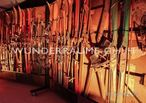 Kulissen mieten & vermieten - Ski-Paar - WUNDERRÄUME GmbH vermietet: Dekoration/Kulisse für Event, Messe, Veranstaltung, Incentive, Mitarbeiterfest, Firmenjubiläum in Lichtenstein/Sachsen