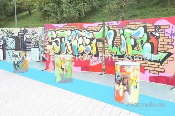 Dekorationsservice mieten & vermieten - Graffiti-Wand - WUNDERRÄUME GmbH vermietet: Dekoration/Kulisse für Event, Messe, Veranstaltung, Incentive, Mitarbeiterfest, Firmenjubiläum in Lichtenstein/Sachsen