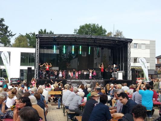 Bühne mieten & vermieten - Eventbühne, Bühne, Rundbogenbühne 10x6m 6,10m hoch, Baubuch, Sonderpreis 900,- in Kaltenkirchen