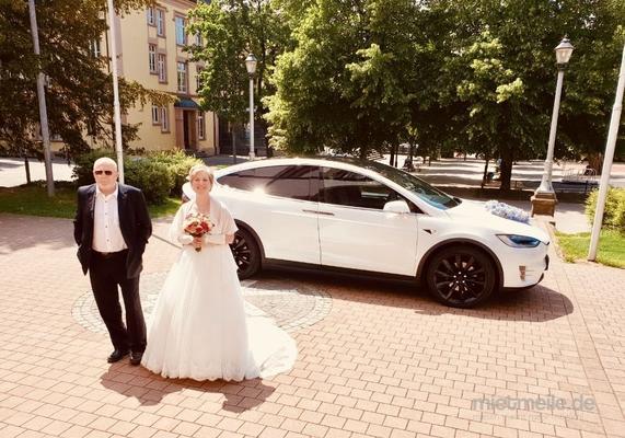 Hochzeitsauto mieten & vermieten - Tesla Model X als Hochzeitsauto, Chauffeur/-in in Freiburg im Breisgau