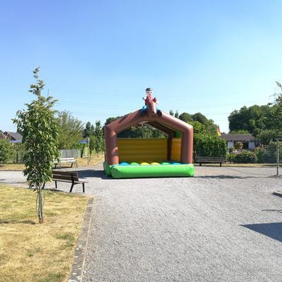 Hüpfburg mieten & vermieten - Hüpfburgen 5x5m mit Dach HAI oder PFERD in Gelsenkirchen
