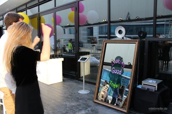 Fotobox mieten & vermieten - FOTOSPIEGEL Magic Mirror Fotobox Photobooth in Ockenheim