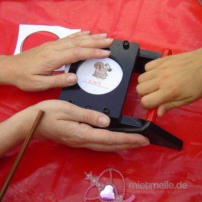 Basteln & Malen mieten & vermieten - Buttons selber gestalten, Button Mal Aktion inkl. 19% MwSt. in Münnerstadt