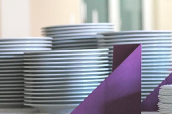 Teller & Tassen mieten & vermieten - Geschirr Teller Dessertteller Suppentassen Schälchen in Gröningen