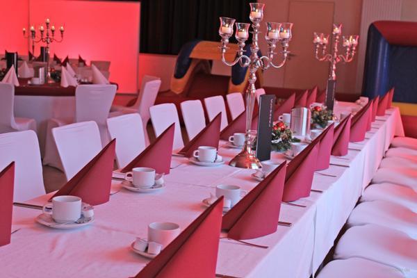 Tischdecken mieten & vermieten - Tischdecke Tischtuch Tischwäsche aus Baumwolle 130x170m eckig inkl. Reinigung in Gröningen