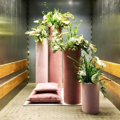 Dekorationsservice mieten & vermieten - Deko-Set in Rosa (Säulen, Bank & Kissen) in Berlin