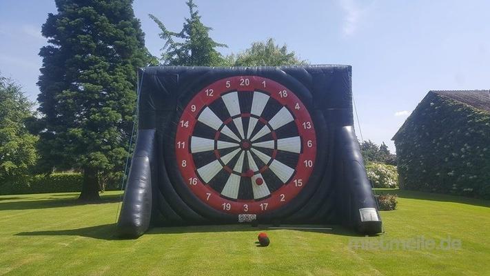 Fußball-Dart mieten & vermieten - Fußball Darts 5 Meter hoch ( Menschenkicker Hüpfburg und vieles mehr )  in Wuppertal
