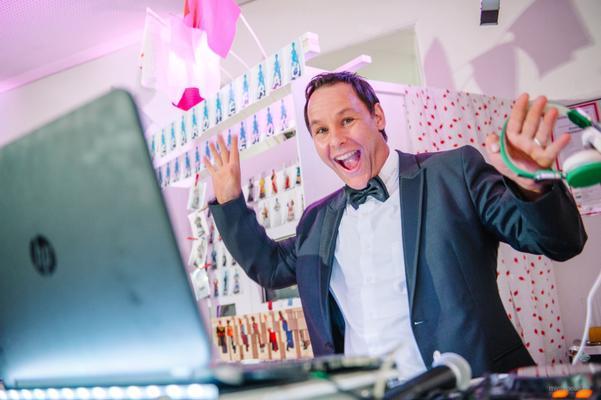 DJ mieten & vermieten - DJ für Weihnachtsfeier / Hochzeit / Firmenfeier / Geburtstage / Vereinsfeste in Königsbrunn