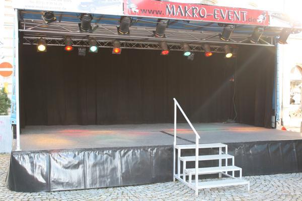 Bühne mieten & vermieten - Mobile Showbühne mit installiertem Licht in Limbach-Oberfrohna