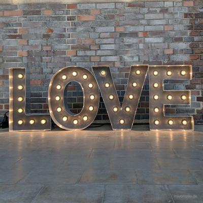 Leuchten & Lampen mieten & vermieten - Leuchtbuchstaben und Vintage Love Letters mit Glühbirnen / verschiedene Größen und Schriftzüge in Wuppertal