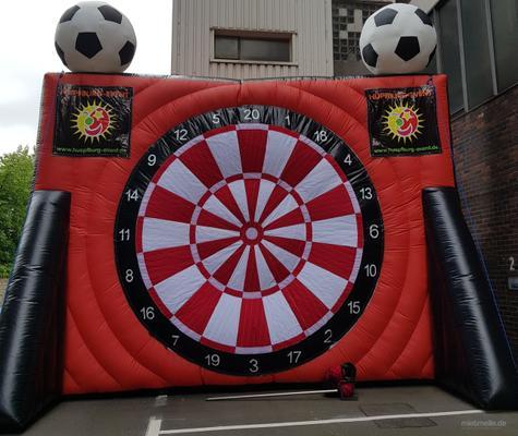 Fußball-Dart mieten & vermieten - XXL Fußball Dart 6 Meter hoch ( Menschenkicker Hüpfburg und vieles mehr ) in Wuppertal