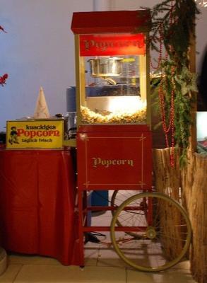 Popcornmaschine mieten & vermieten - Popcornmaschine mit nostalgischem Unterwagen in Münnerstadt