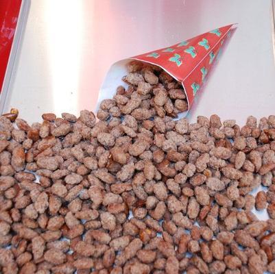 Verkaufsanhänger mieten & vermieten - FunFood Stand Popcorn Zuckerwatte gebr. Mandeln, inkl. 19% MwSt in Münnerstadt