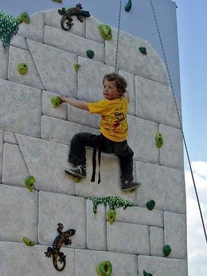 Klettergeräte mieten & vermieten - mobile Kletterwand in Altdorf