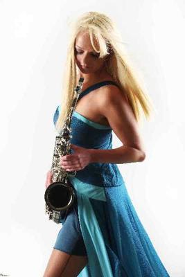 Bands mieten & vermieten - Saxophonist Saxophonistin Kathrin Eipert in Brehna