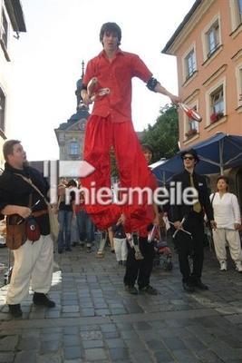 Stelzenläufer mieten & vermieten - Stelzenläufer für Ihre Veranstaltung in Eibelstadt